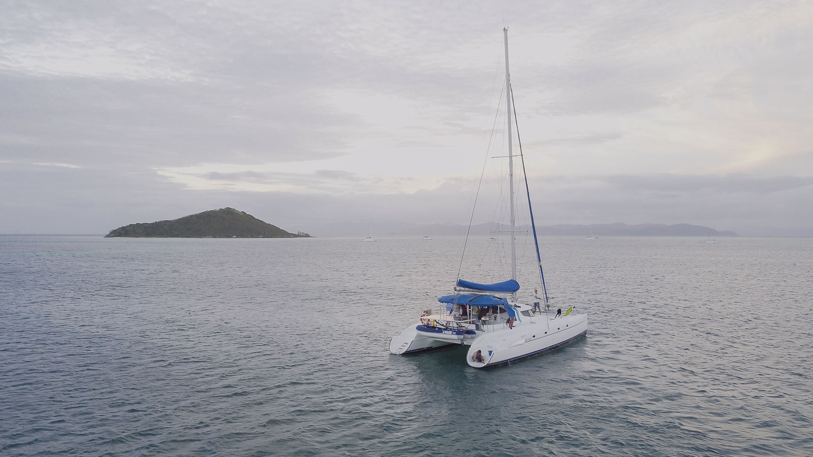weekend catamaran îlots du sud nouméa dal océan